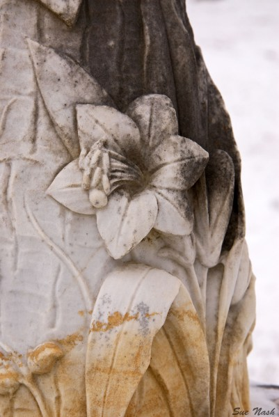 Close up of the lovely etched flower