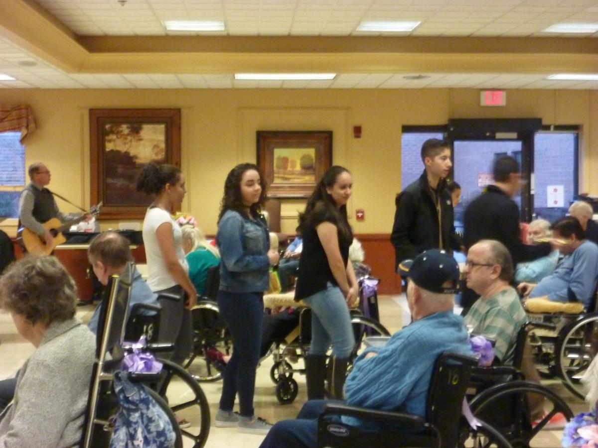 Teens visit NursingHome